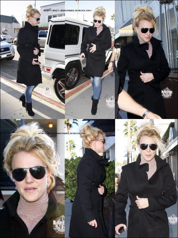 . Britney déjeune au restaurant Crustacean à Beverly Hills, le 11 novembre. .