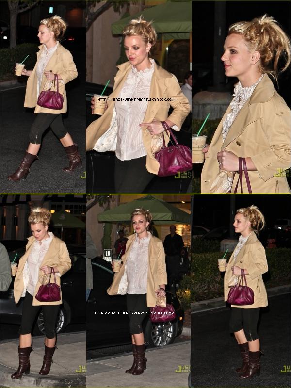 . Britney fait du shopping à Calabasas, le 16 novembre. .