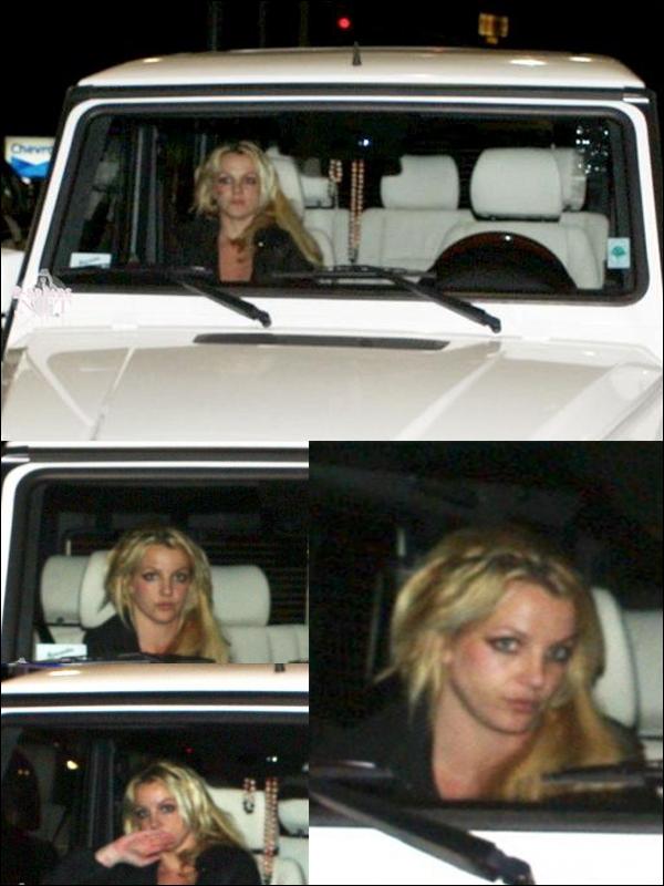 """. Britney et Jason dans une station-essence de Beverly Hills, le 10 décembre. . Fraser T. Smith (producteur) parle de Britney en studio : """"Nous avons travaillé sur trois chansons et je les aime toutes. Dès que je suis descendu d'avion, elle a été fantastique. Elle nous a fait du café en studio, sa voix était puissante et elle était vraiment très concentrée sur sa musique. Je n'aurais pas pu demander mieux comme expérience. J'espère que les chansons seront retenues pour l'album."""" ."""