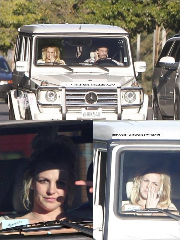 """. Sean Garrett, le chanteur/auteur/producteur aux multiplatines, travaille avec Britney : """"Nous travaillons sur certaines choses et je prévois de figurer sur cet album. Je pense que les choses vont être au niveau supérieur en ce qui concerne la nouveauté du son."""" . Britney dans Burbank en compagnie de Jason, le 27 décembre. ."""