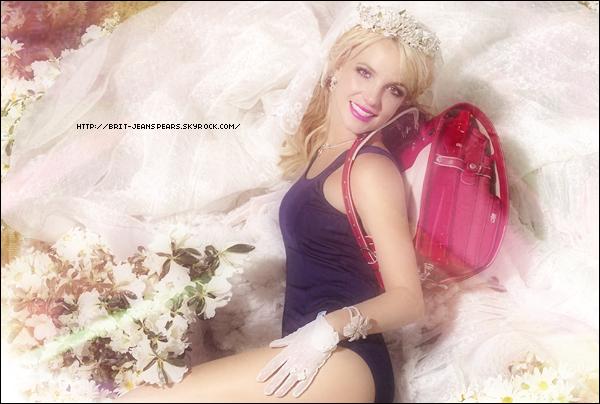 """. Nouveaux messages de Jive Epic France sur Twitter : """"Britney Spears """"Hold It Against Me"""" Single Premiering Jan. 7"""". . Et d'Adam Leber : """"Beaucoup de désinformation concernant la sortie du 1er single de Brit. Ne croyez pas tout ce que vous lisez à moins que ce soit une annonce officielle bien évidemment qui arrive en janvier. RESTEZ CONNECTÉS. Ceci dit, le single sortira bien en janvier. PS : Bonne année ! Désolé les gars mais vous devriez savoir qu'il ne faut jamais se fier aux annonces non officielles. J'essaye juste de mettre au clair. Mais """"ne m'en voulez pas"""" (Don't Hold It Against Me)."""" ."""