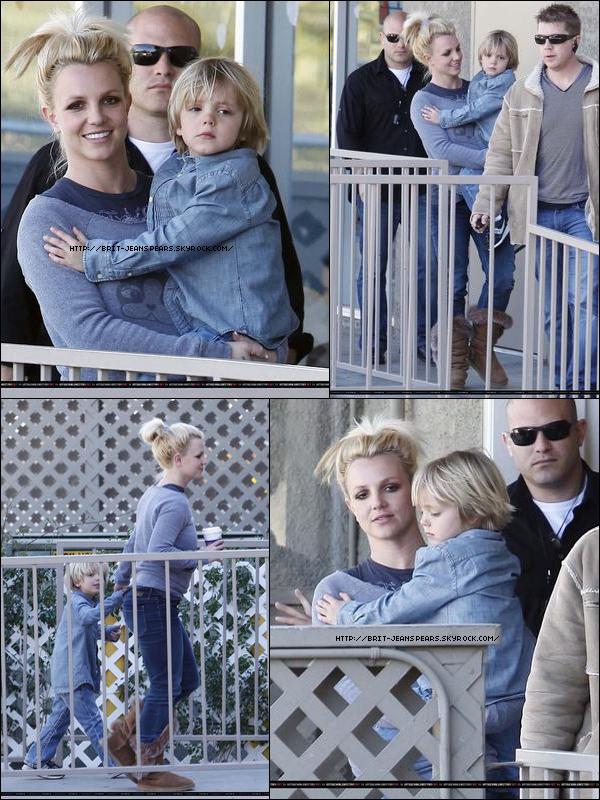 """. Britney et Jayden chez My Gym à Calabasas, le 10 février. . L'édition premium de l'album Femme Fatale qui contient, la version deluxe, un livre de 30 pages, plus le téléchargement de l'album le jour de sa sortie et le téléchargement du single Hold It Against Me vient de baisser son prix. En effet, au lieu de payer 104,64¤ (port inclus) vous n'aurez plus qu'à débourser 68,64¤ (port inclus) soit une baisse de 36¤. . Ke$ha parle de la chanson qu'elle a écrite pour Brit : """"Dans cette chanson, c'est moi l'imaginant avec n'importe quelle autre musicienne faisant le tour du monde. Vous savez quand vous sortez et que vous passez une super soirée, une nuit magique et que vous ne voulez pas aller vous coucher et que ça dure éternellement."""" . Découvrez le teaser 9 de HIAM ! ."""