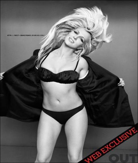 """. Découvre 2 nouvelles photos promotionnelles ! . Nouveau tweet de Brit : """"Tellement tragique. J'ai le c½ur brisé pour le Japon. -Britney"""" . Découvre une photo exclusive du shoot pour le magazine Out ! . Les Editions Grimal publieront prochainement une nouvelle biographie non officielle sur Britney à l'occasion de la sortie de son nouvel album le 28 mars prochain en France. Celle-ci s'intitulera """"Entre frasques et paillettes..."""", écrite par Régis Alonso, et sera disponible chez tous les libraires pour la somme de 17 ¤. ."""
