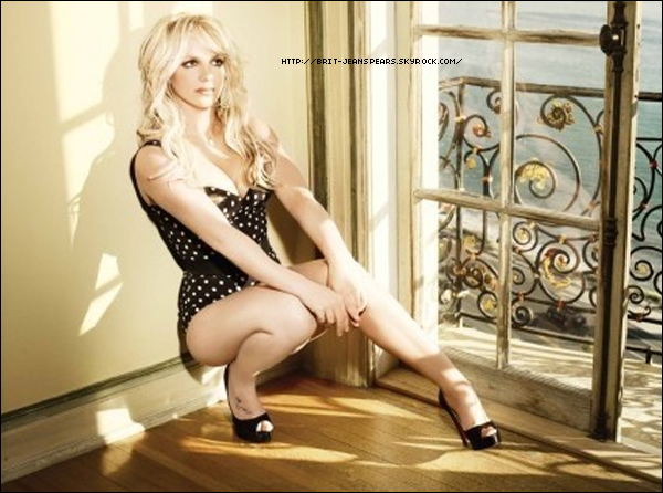""". Nouveau tweet de Britney, en réponse à Kylie Minogue : """"Awww ! Merci @Kylieminoque. Ça compte beaucoup pour moi. Quelle est ta chanson préférée ? -Britney"""" et la réponse de l'intéressée : """"Till The World Ends et He About To Lose Me ! Bravo xx !"""" . Nouveau twet de Brian Friedman : """"Regardez GMA le 29 mars ! Ma direction artistique et la chorégraphie pour @britneyspears seront révélées ! L'attente est terminée !"""" . Découvrez une nouvelle photo promotionnelle disponible dans le livret de l'album ! ."""