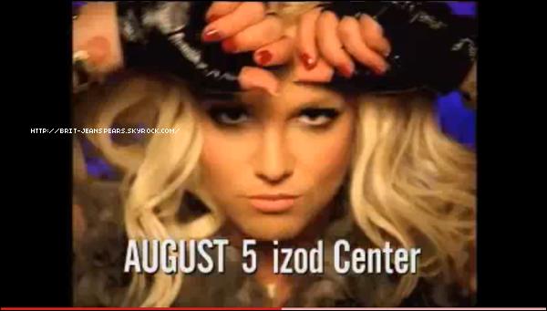 """. Nouveaux tweets entre Nicki Minaj et Britney : """"@britneyspears yup ! et gardons cette """"autre chose"""" secrète pour le moment... ;)"""" et """"@NICKIMINAJ Pleins de bonnes choses pour ceux qui attendent... -Britney"""" . Découvre une publicité TV pour la tournée Femme Fatale Tour ! . Britney et Jason quittent le théâtre El Ray à Los Angeles, le 12 avril. . A peine un jour après sa sortie, le remix de S&M du duo Britney/Rihanna est déjà numéro #1 dans plusieurs pays dont les Etats-Unis. Britney a donc deux chansons dans le Top 10 américain, avec Till The World Ends à la 6ème position. ."""