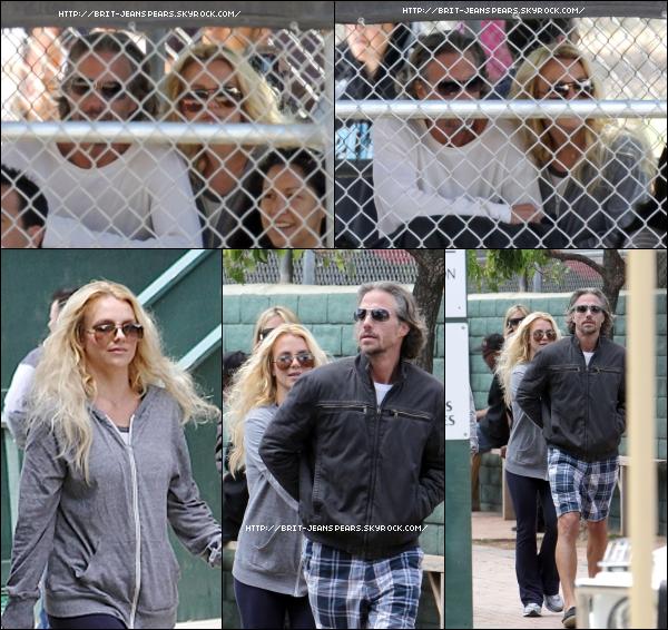 . Britney et Jason au match de baseball de Sean, le 15 mai. . Les premières photos d'un nouveau photoshoot réalisé par Alexi Lubomirski pour le magazine Harper's Bazzar qui sortira le 31 mai. . Découvre ce qui sera peut-être la pochette du single I Wanna Go ! .