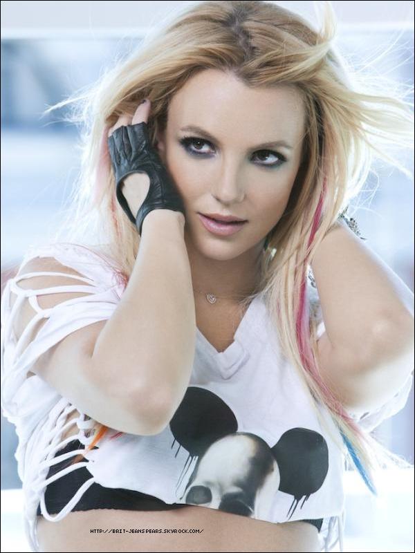 """. Le club Nikki a annoncé que pour son ouverture, Britney Spears sera présente et animera la soirée. Cette """"grande ouverture"""" aura lieu samedi 25 juin, juste après le concert de Britney à Las Vegas. . Découvre une nouvelle photo et le teaser du clip de I Wanna Go ! ."""