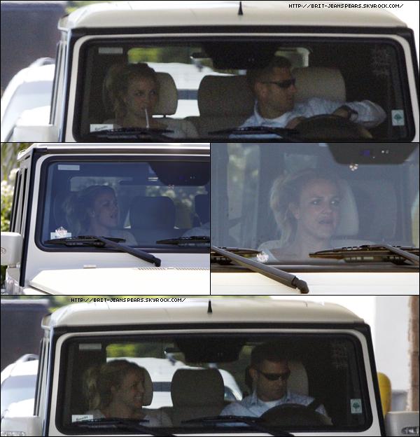 . Britney était en voiture avec son garde du corps en direction du drive d'un fast-food, le 07 septembre. . Durant l'été, le prestigieux magazine et site Rolling Stone a mis en ligne un sondage pour élire la chanson de l'été 2011. C'est presque sans surprise que le tube planétaire de Britney, I Wanna Go, se retrouve en tête devançant les titres tels que Edge Of Glory, Rolling In The Deep, ou encore Moves Like Jagger. . Selon le site HeyBritney, le Femme Fatale Tour sera diffusé en 3D durant le MIPCOM 2011 à Cannes du 3 au 6 octobre 2011. Ils ajoutent même que le DVD et Blu-ray serait en vente après sa diffusion ! .