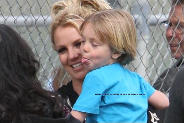 . Jayden James, le petit dernier de Britney, fête ses 5 ans aujourd'hui ! Happy birthday to youuu ♪ .