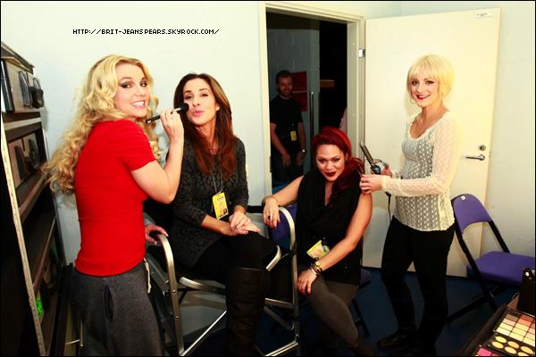 . Découvre 5 nouveaux extraits du DVD Femme Fatale Tour : Live from Toronto ! .