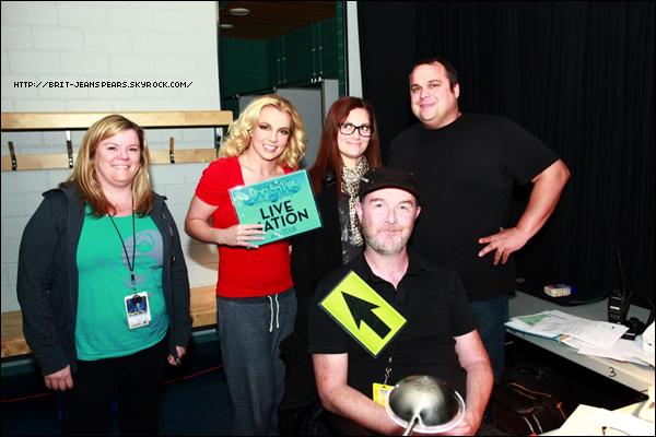 """. Nouveau tweet de Britney, accompagné d'une vidéo : """"Moi et mon équipe avons parlé à Epix HD de nos parties préférées du concert : Nous n'avions pas eu une aussi belle tournée depuis longtemps… – Brit"""" ."""