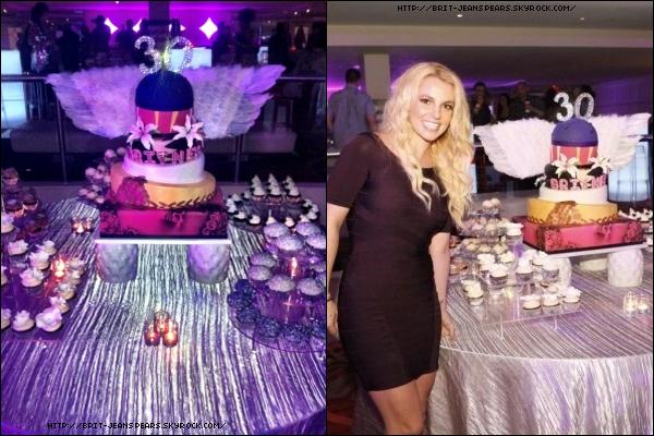. Découvre 2 nouvelles photos de la fête d'anniversaire de Britney ! .