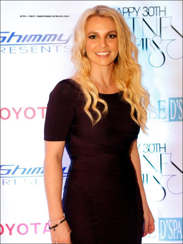 . Je vous propose une nouvelle photo de Britney lors de sa fête d'anniversaire ! .
