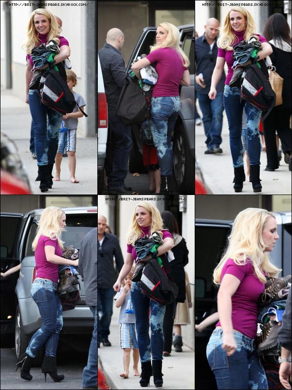 . Britney a été chercher ses deux fils à une petite fête à Los Angeles, le 25 janvier. .