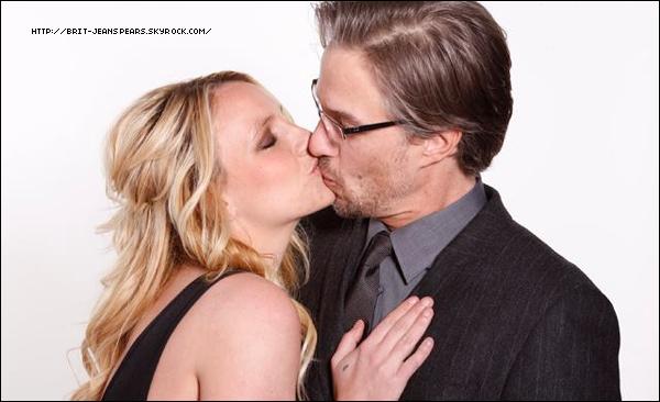. Découvre une photo du photoshoot réalisé pendant la soirée des Pre-Grammy's 2012 ! .