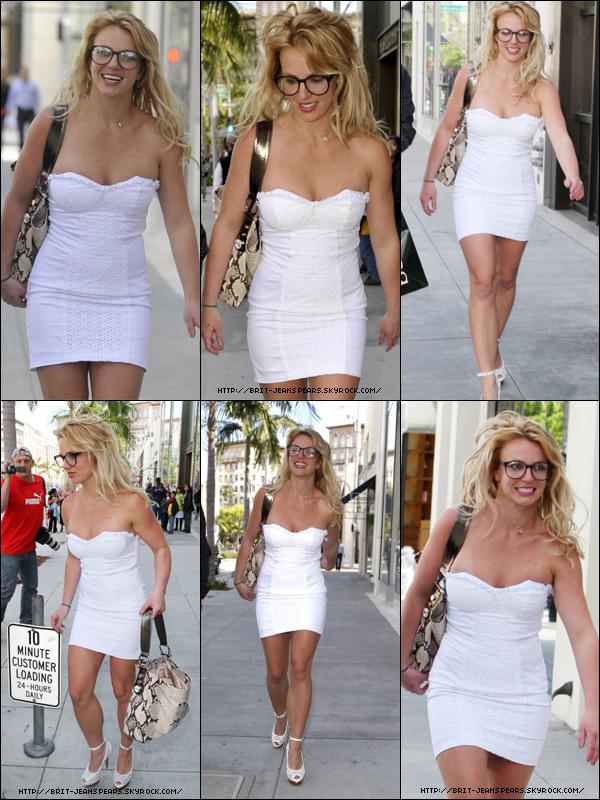 . Britney fait du shopping chez Bebe à Beverly Hills, le 31 mars. .