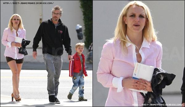 . Britney, Jason et Jayden étaient de sortie dans Los Angeles, le 11 mars. .