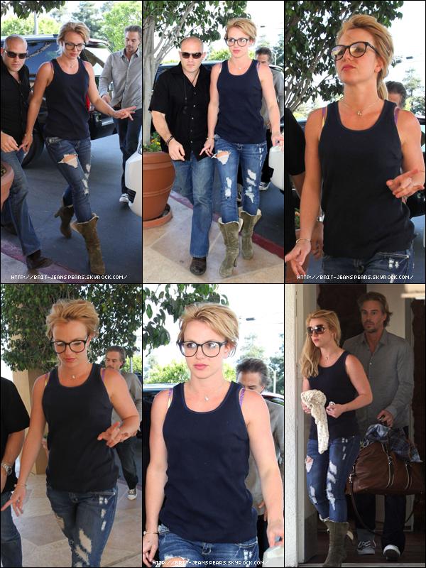 . Britney et Jason se rendaient dans un hôtel à Santa Monica, le 26 mars. .