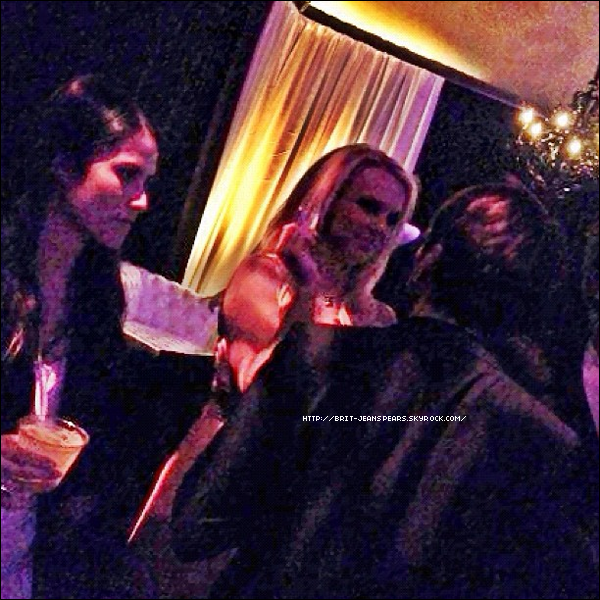 . Britney était à la soirée Playboy Mansion qui célébrait la une de Playboy $ex & Music où Bruno Mars figure, le 20 mars. .