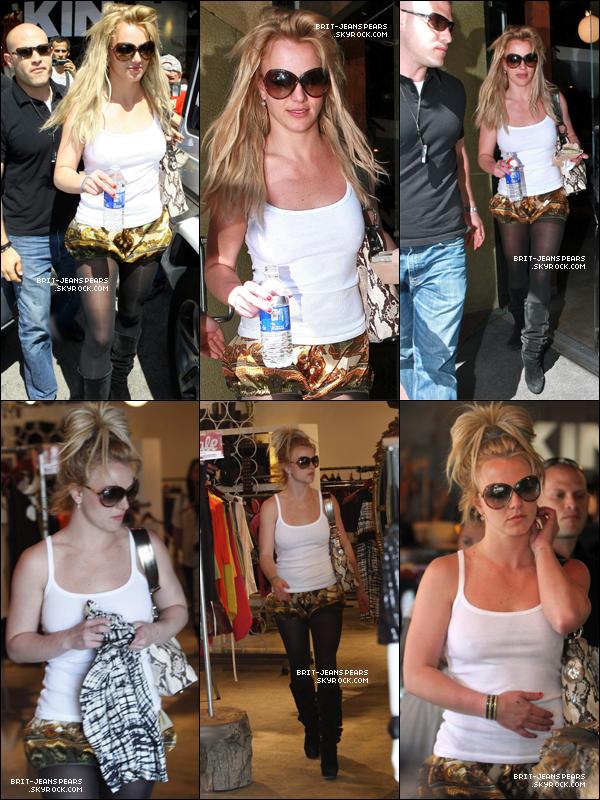 . Britney et Jason faisaient du shopping dans Los Angeles, le 18 mars. .