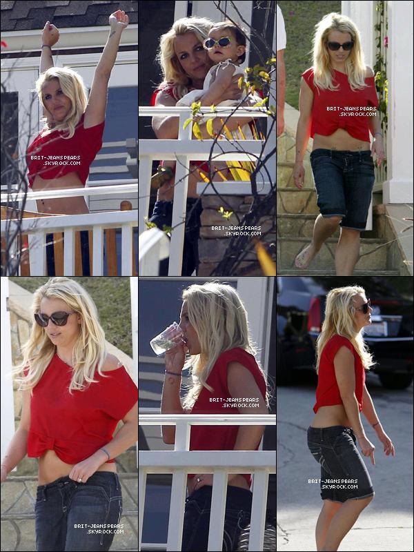 . Britney a passé une journée en famille à Brentwood, le 06 mai. .