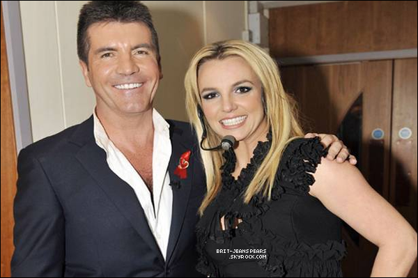 """. Nouveau tweet de la marque Candie's : """"C'est officiel ! Notre ancienne égérie @britneyspears sera sur X Factor. On a hâte de la voir."""" Cette information a également été confirmée par E! News, TV By Numbers, Daily News et Perez Hilton. ."""