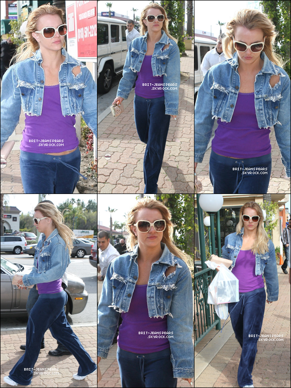 . Britney faisait du shopping chez One Dollar Book à Hollywood, le 28 février. .