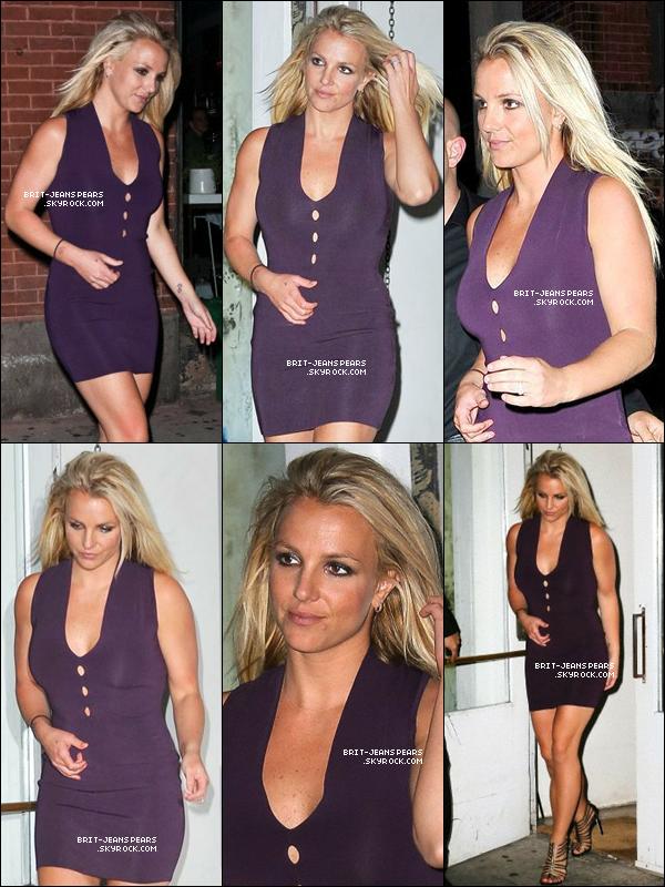 . Britney et le reste du jury de X Factor dînaient au ABC Kitchen à New York, le 14 mai. .