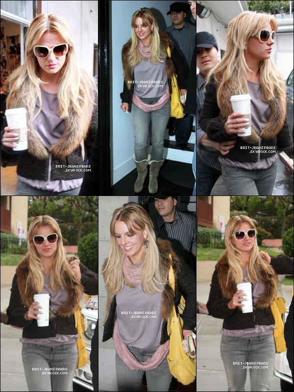 . Britney se rendait dans un salon de coiffure à West Hollywood, le 27 février. .