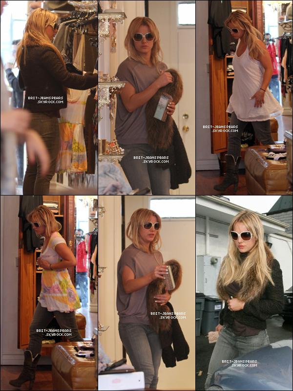 . Britney faisait du shopping chez Vionnet Boutique à West Hollywood, le 26 février. .