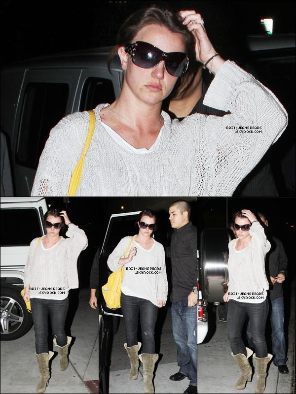 . Britney arrivait au salon de coiffure Nine Zero One à West Hollywood, le 26 février. .