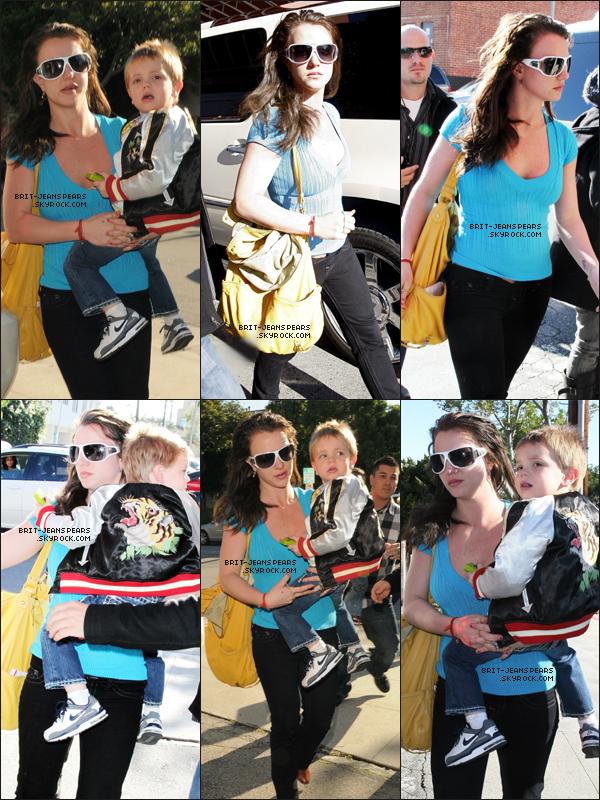 . Britney et ses fils étaient au Saint John's Medical Plaza de Santa Monica, le 10 février. .
