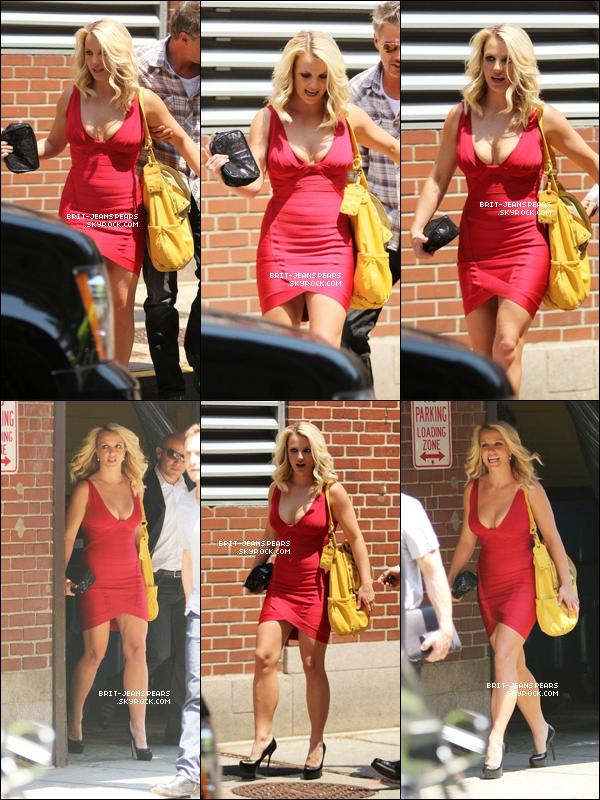 . Britney se rendait sur le plateau de X Factor pour la suite des auditions, le 29 juin. .