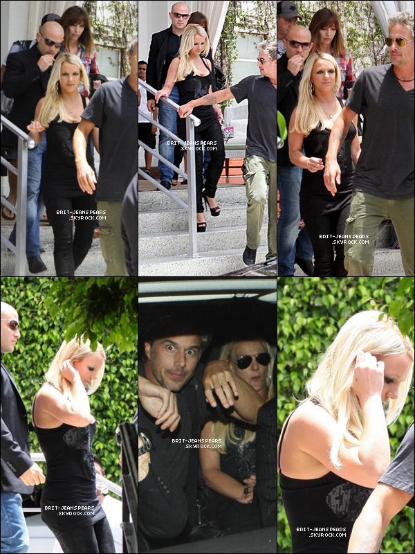 . Britney et Jason ont été vu quittant leur hôtel de Miami, le 24 juillet. .