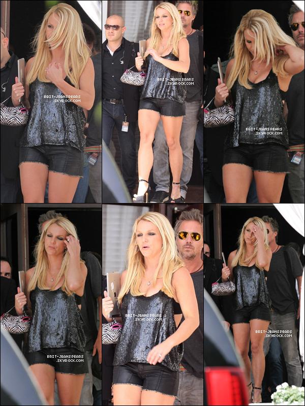 . Britney et Jason quittaient leur hôtel pour rejoindre les auditions, le 26 juillet. .