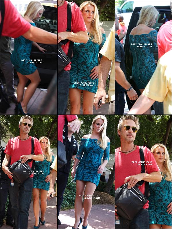 . Britney et Jason quittaient leur hôtel pour rejoindre les auditions, le 27 juillet. .