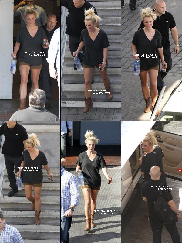 """. Britney quittait le tournage vidéo de """"Fantasy Twist"""" à Beverly Hills, le 10 août. ."""