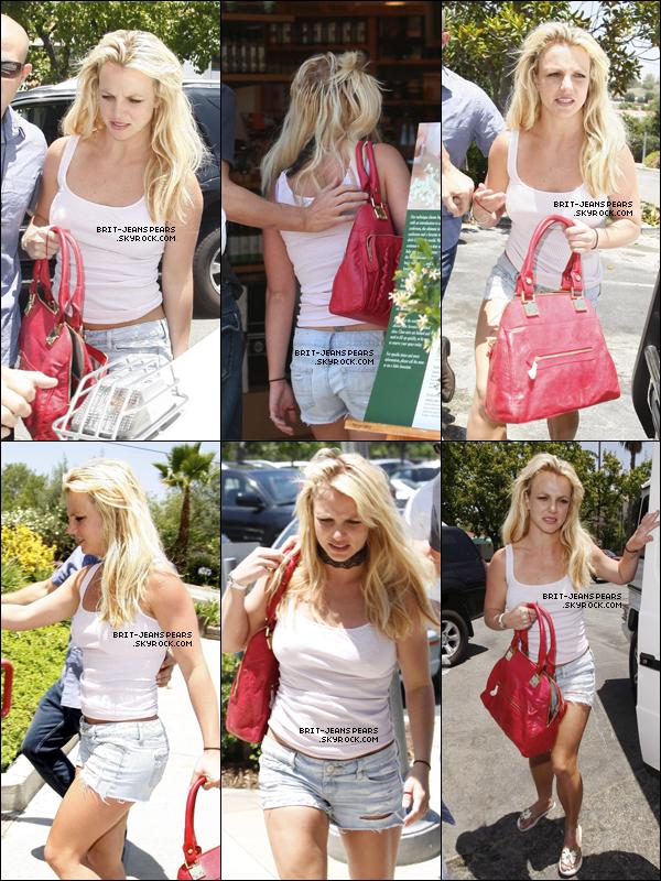 . Britney et Jason faisaient du shopping chez Williams Sonoma à Calabasas, le 19 juin. .
