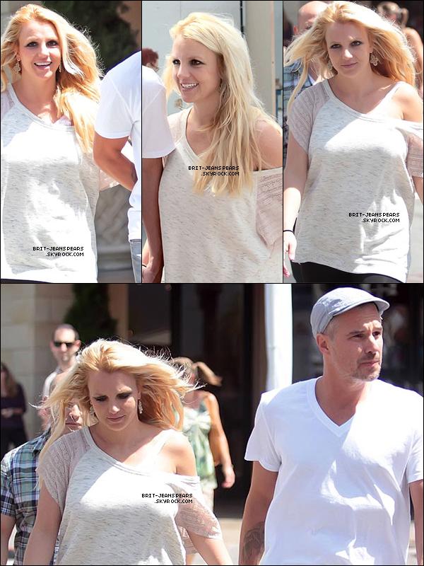 . Britney et Jason faisaient du shopping à The Grove à Los Angeles, le 28 août. .