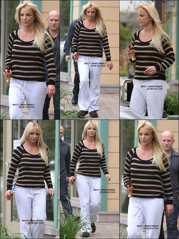 . Britney a été vue sortant d'un salon de coiffure à Beverly Hills, le 20 octobre. .