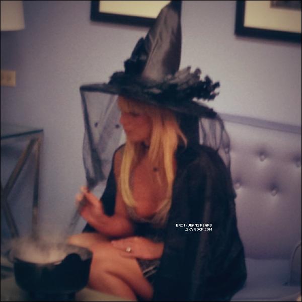 """. Britney et Simon étaient sur le plateau du """"Tonight Show With Jay Leno"""", le 29 octobre. ."""