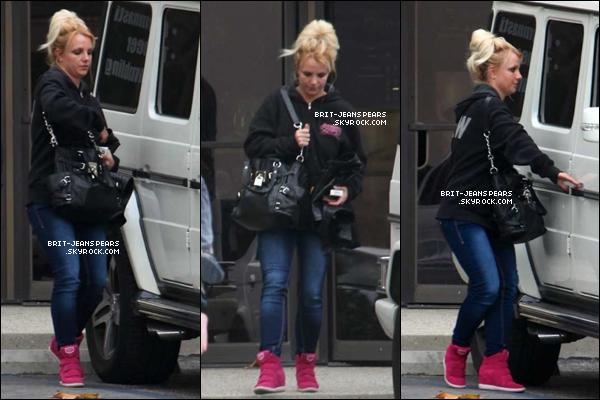 . Britney a été vue alors qu'elle quittait un studio à Encino, le 16 novembre. .