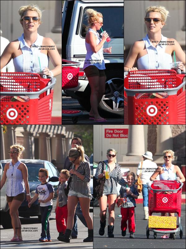 . Britney, ses fils et Jamie Lynn étaient au magasin Target à Calabasas, le 24 novembre. .