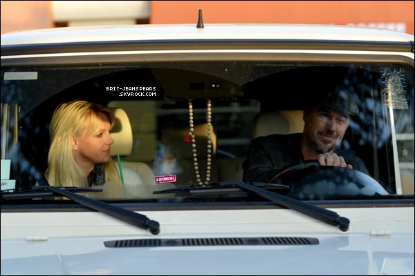 . Britney et Jason se rendaient dans un Starbucks, le 03 décembre. .