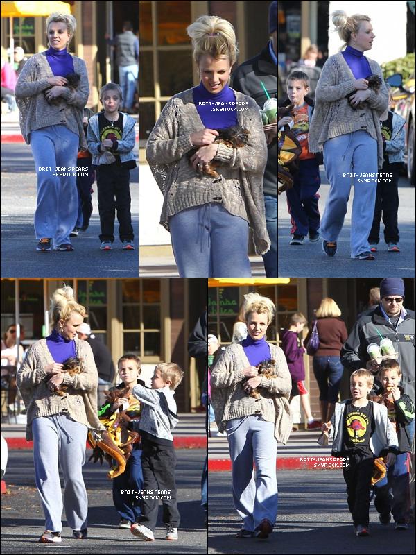 . Britney et ses fils sortaient au Starbucks de Calabasas, le 15 décembre. .