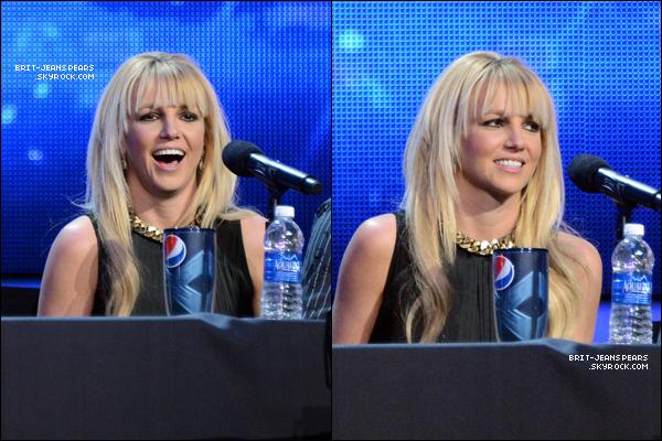 . Britney assitait à une conférence de presse pour X Factor à Los Angeles, le 17 décembre. .