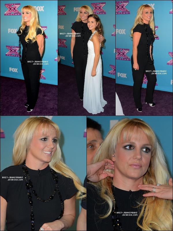 . Britney et Carly posaient sur le tapis rouge de X Factor USA, le 19 décembre. .