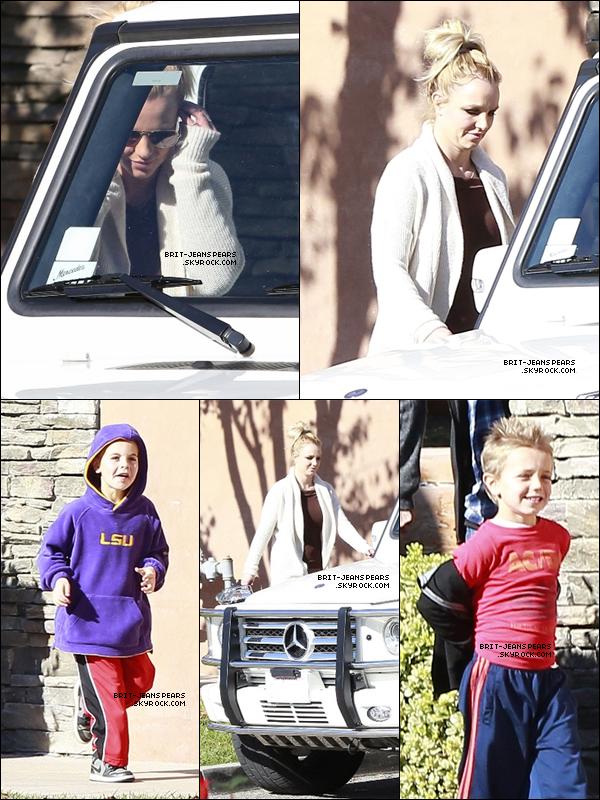 . Britney emmenaient ses fils manger à Claim Jumper à Thousand Oaks, le 27 décembre. .