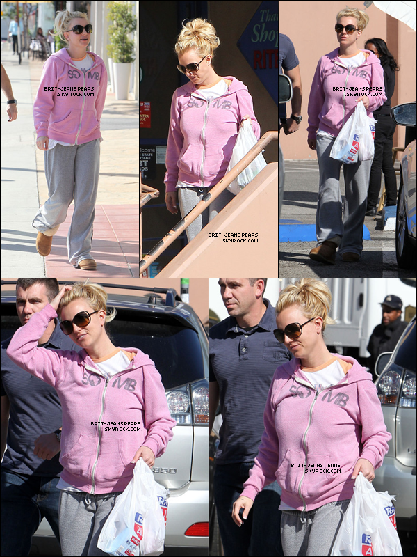 . Britney sortait du magasin Rite Aid sur Sunset Plaza à West Hollywood, le 30 janvier. .