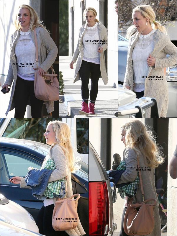 . Britney raccompagnait ses fils de leur cours de gym à Thousand Oaks, le 12 février. .